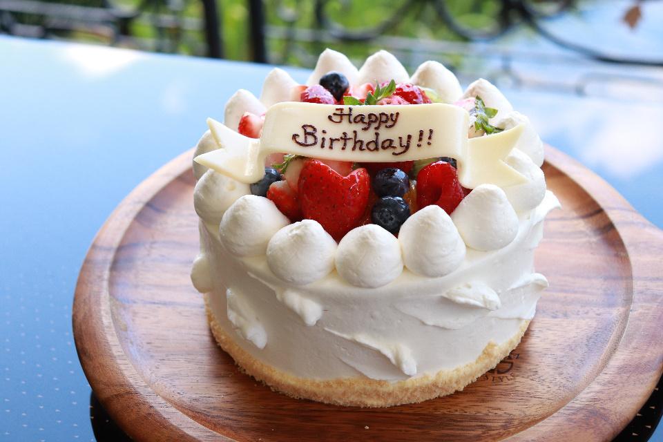 テイクアウト お祝いケーキ